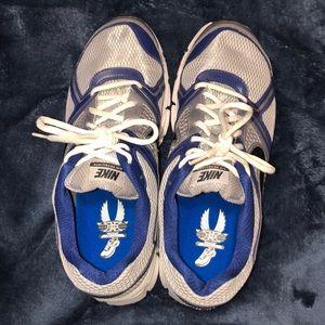 NIKE Unisex Tennis Shoes